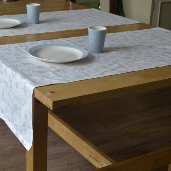 Eetkamer: Penduka Design printed cloth table runner